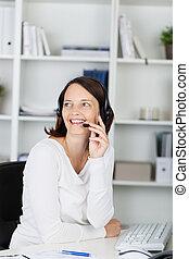ヘッドホン, 話すこと, テーブル, 女性実業家