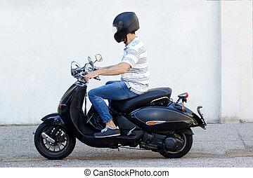 ヘルメット, スクーター, 若い, 乗馬, 人, 側, 道, 光景