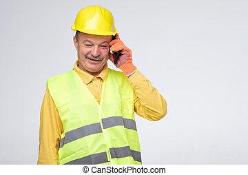 ヘルメット, 保護である, 話し, 修理人, クライアント, 彼の, 電話
