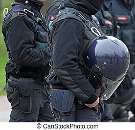 ヘルメット, 保護である, 警察, 暴動, 役人, の間, 補強された