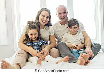 ベッド, 子供, 若い 家族, 寝室
