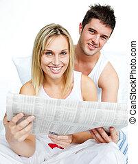 ベッド, 恋人, 若い, 新聞