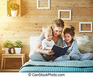 ベッド, 本, 家族, 子供, 母, 読書