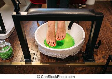 ペディキュア, 浴室, 上, フィート, クライアント, 女性, 光景