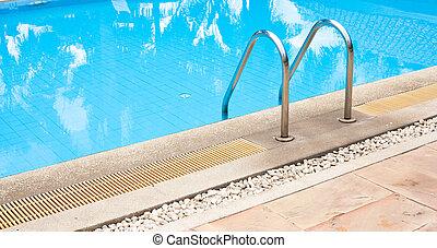 ホテルプール, 水泳