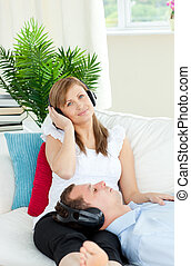 ボーイフレンド, 女, かなり, 聞くこと, 音楽, 彼女