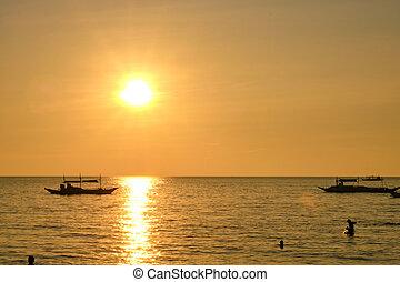 ボート, island., boracay, フィリピン, 1月, 27, 背景, 2020:, 伝統的である, sun., 観光客, 設定, 日没, 海, -, 他, に対して, 航海, boracay