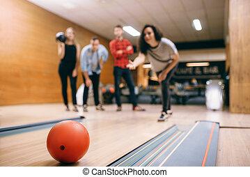 ボーリング競技者, 打撃, ボール, 女性, 攻撃しなさい, 車線, 投球