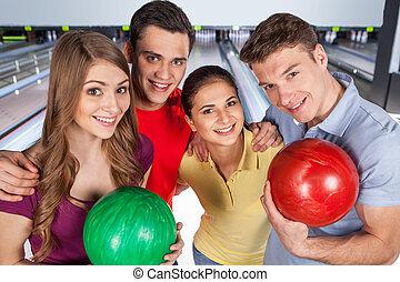 ボール, グループ, アリー, 4, ∥(彼・それ)ら∥, 一緒に。, 保有物, ボウリング, 楽しみ, 友人, 持つこと