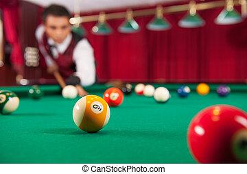 ボール, pool., 若い, 確信した, 合図, ビリヤード, 狙いを定める, 遊び, 人