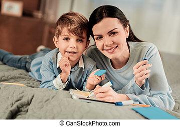 ポジティブ, 喜ばせられた, 息子, 母, 微笑, あなた