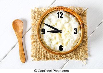 ポリッジ, 概念, 木製である, レーズン, ナット, ボール, ミルク, clock., 朝食, 米, テーブル。, 白