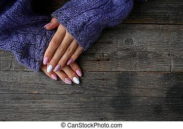 ポルカ, shellac., 背景, 女性, ポーランド語, ゲル, 点, セーター, ベージュ, 木製である, マニキュア, 手, 。, 編まれる, 白, 爪, 秋, ポーランド語, 傾向, 美しい