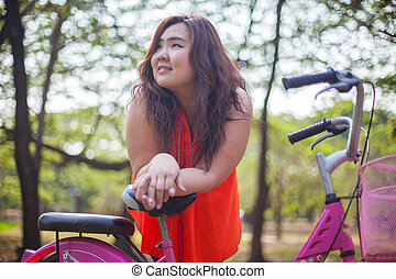 ポーズを取る, 女, 自転車, でぶ, 幸せ