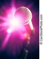 マイクロフォン, ステージ上で, ∥で∥, 紫色, 光沢がある, まぶしい光