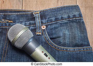 マイクロフォン, 中に, ポケット