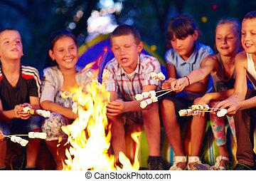マシュマロ, 幸せ, 子供, キャンプファイヤー, 焼けている