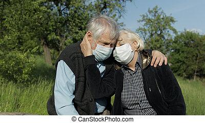 マスク, coronavirus, 医学, 検疫, 年長の カップル, 公園, の間, covid-19