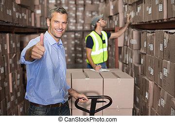 マネージャー, 微笑, カメラ, ワゴン, 倉庫