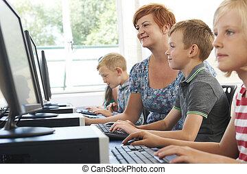 マレ, 基本, 生徒, 中に, コンピュータクラス, ∥で∥, 教師