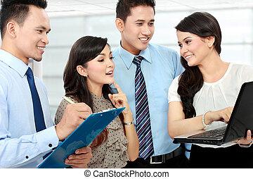 ミーティング, ラップトップ, グループ, ビジネス 人々