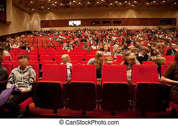 モスクワ, -, 2 月, 22:, 成人, そして, 子供, 座りなさい, 上に, 赤, 椅子, 中に, 講堂, の,...