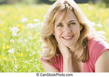 モデル, 微笑の 女性, 屋外で