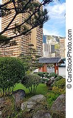 モナコ, 庭の日本人, 光景