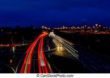 ライト, ドイツ, ぼんやりさせられた, 自動車, 都市, 夜, 道, 軌道に沿って進む