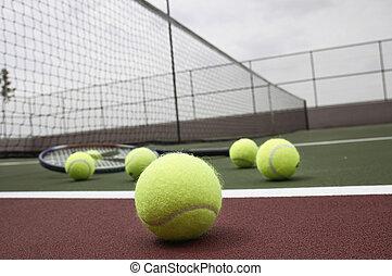 ラケット, テニスボール, 法廷