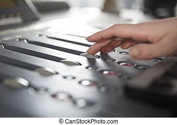 ラジオ, ホスト, 使うこと, 音楽, ミキサー, 中に, スタジオ