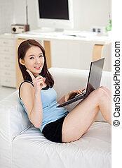 ラップトップを使用して, 女, 若い, アジア人