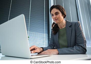 ラップトップ, 机, 女性, 使うこと, 経営者