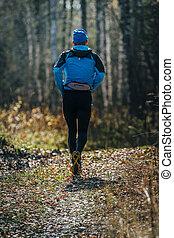 ランナー, 走っている男性, によって, 森林