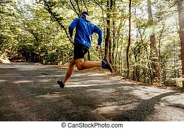 ランナー, 走っている男性, 森林
