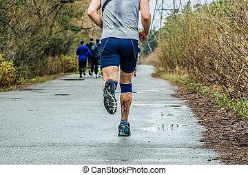 ランナー, 走っている男性, 道, アスファルト