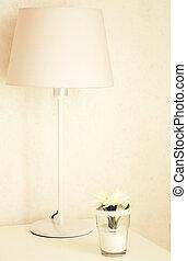 ランプ, そして, 花, テーブルの上に, 近くに, ベッド, ∥で∥, レトロ, フィルター, 効果