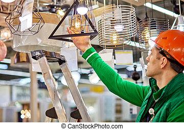 ランプ, 使うこと, 段ばしご, 倉庫, 点検, 電球, 労働者