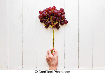 リボン, 手, のように, 女性, 木製である, above., 白, 概念, 光景, バックグラウンド。, balloons., 束, 結ばれた, ブドウ, 健康, 容易である, 食物