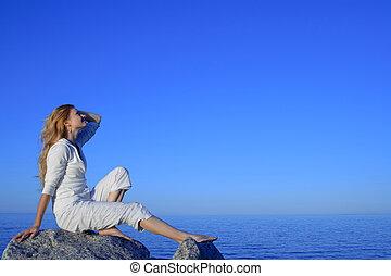 リラックスした, 若い女性, 楽しむ, 日没, ∥において∥, ∥, 海