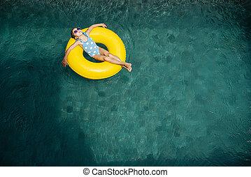 リラックスしなさい, リング, あること, 黄色, サングラス, プール, ゴム, 子供