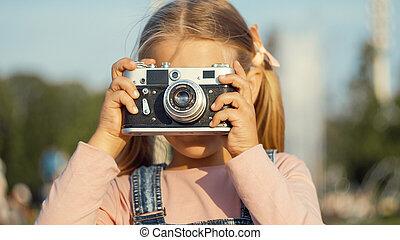 レトロ, 女の子, わずかしか, 屋外で, カメラ