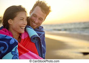 ロマンチックな カップル, レース, 日没, 混ぜられた, 微笑, 浜