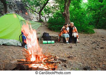 ロマンチック, キャンプ, モデル, 恋人, 夜, たき火, テント