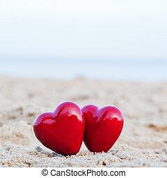 ロマンチック, バレンタイン, 愛, 恋人, 2, symbolizing, 日, 心, 浜, 赤