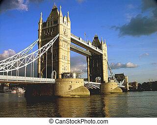 ロンドンタワー橋, によって, 午後
