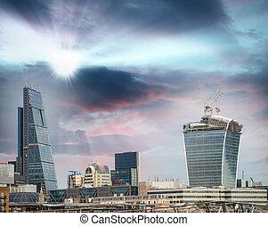 ロンドン, スカイライン, 財政 地区