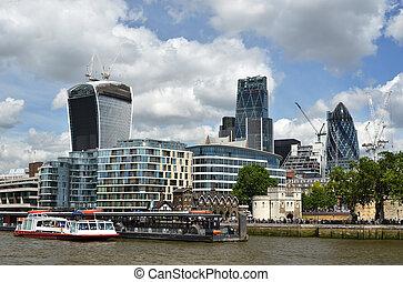 ロンドン, 川 テムズ, 横切って
