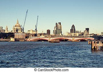 ロンドン, cental