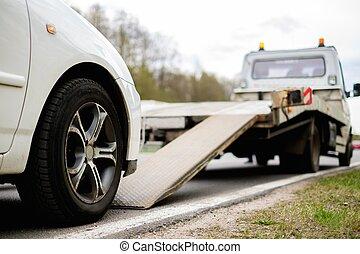 ローディング, 壊される, 自動車, 上に, a, 牽引 トラック, 上に, a, 路傍